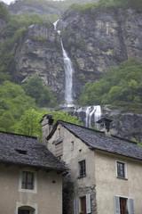 Svizzera,Valle Maggia,una cascata.