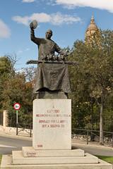 Escultura de Cándido mesonero mayor en Segovia.
