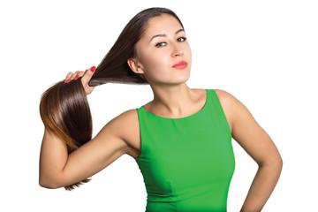Портрет красивой молодой женщины с роскошными волосами