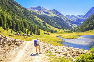 Wanderer am Riesachsee