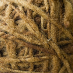 Primer plano a un ovillo de lana