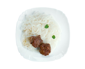 meat with vegetables and rice noodles