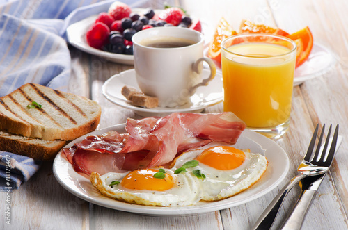 Foto op Plexiglas Egg Coffee cup, Two eggs and bacon for healthy breakfast