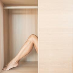 gambe nell'armadio