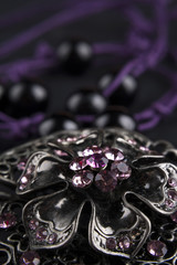Collar flor púrpura