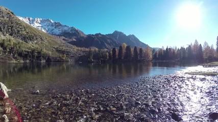 ruscello e laghetto alpino