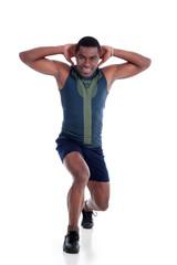 Afroamerikanischer Sportler macht Ausfallschritt
