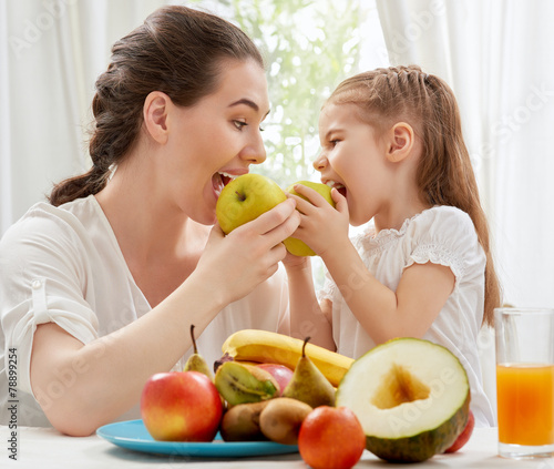 fresh fruit - 78899254