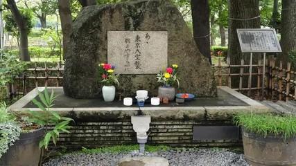 Zoom Out of Memorial at Sensoji Temple  -  Tokyo Japan