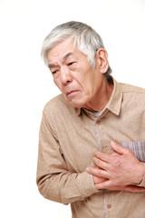 心臓の不調を訴える高齢者