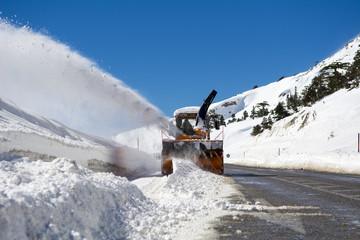 kış mevsimi kapalı yolları açmak
