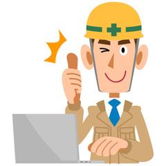 パソコンの前でサムズアップする工事現場の男性