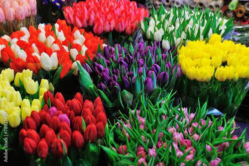 Papiers peints Tulip Colorful tulips on sale in flower market