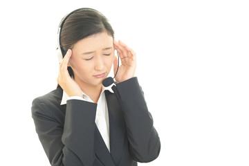 頭痛を訴えるオペレーター