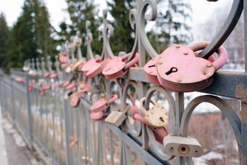 KOZELSK: wedding castles on the fence