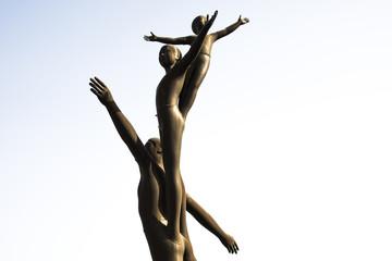 家族の銅像