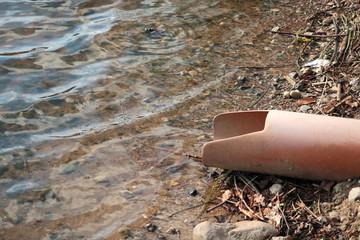Abwasserrohr in See