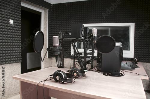 radio studio - 78984867