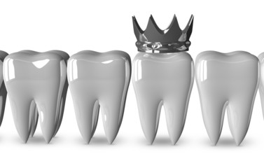 Tooth with metallic crown