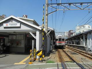 戸越銀座駅と電車