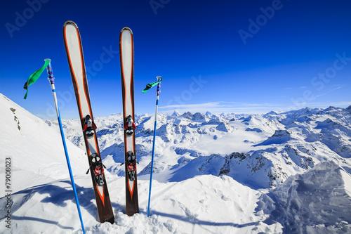 Papiers peints Alpes Skiing , mountains and ski equipments on ski run