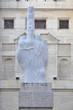 Milano - Piazza Affari - Borsa - statua del dito di Cattelan