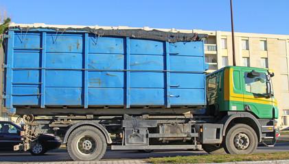 Camion transportant des déchets