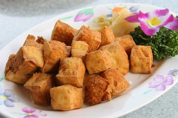 台湾の珍味 揚げ臭豆腐  Deep frying smell tofu Taiwan food