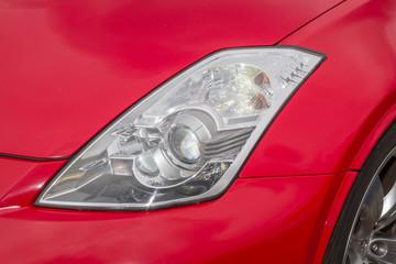 赤い車のヘッドライト Headlight of the car