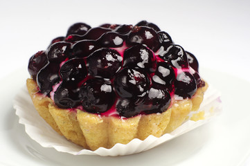 Cake with black currants