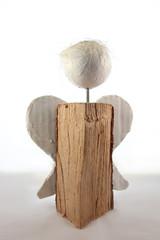 Engel Skulptur aus Holz