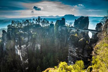 Bastei-Festung der Sächsischen Schweiz im Morgennebel