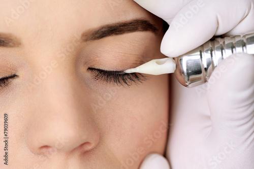 Cosmetologist making permanent makeup, close up - 79039609