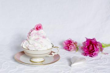 Frozen Yoghurt mit Rose