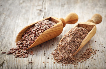 whole and crushed flax seeds