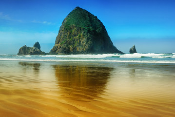 The rock «head of yaquina» on the coast of the Pacific Ocean.