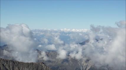 über die Wolken und über die Gipfel der Alpen