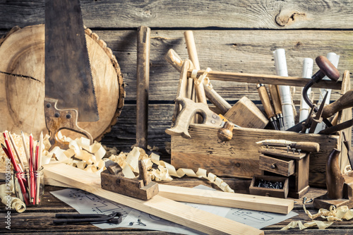 Antique carpentry workshop - 79050852