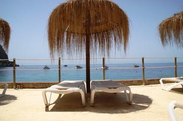 Palmen Sonnenschirm Sonnenliege Mallorca Meer