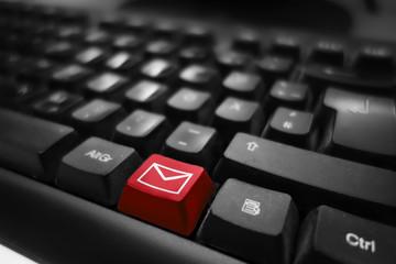 Mail und Kontakt Symbol auf Tastatur - rote Taste