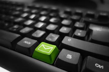 Mail und Kontakt Symbol auf Tastatur - grüne Taste