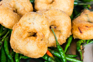 Uluntu Vadai with green chili pepper, a Indian deep fried snack
