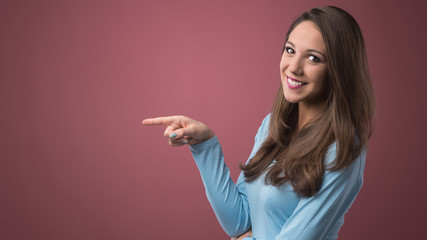Smiling woman pointing left