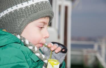 Soğuktan korunan çocuk