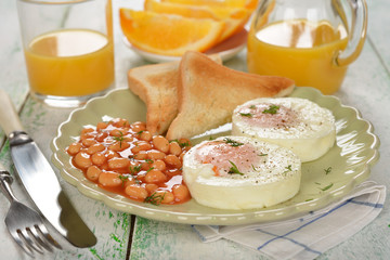 Poached eggs with beans