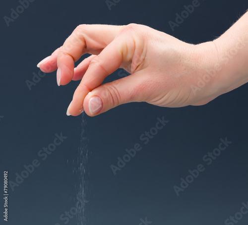 Hand sprinkling salt - 79080492