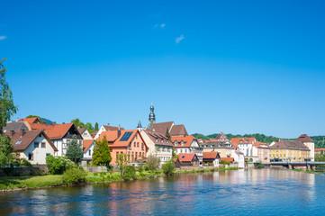 Blick über den Fluss Murg zur Altstadt, Gernsbach