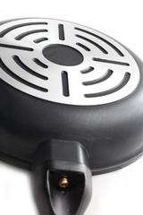 Fluted bottom metal pan