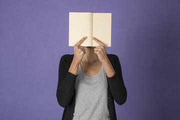 assorta nella lettura