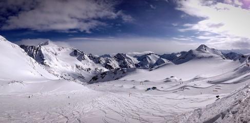 Alpenpanorama im stubaital in Österreich